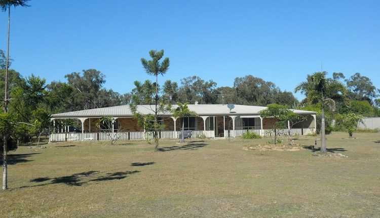 2 1/2 Acres – 28sq of Living – Dam & Shed